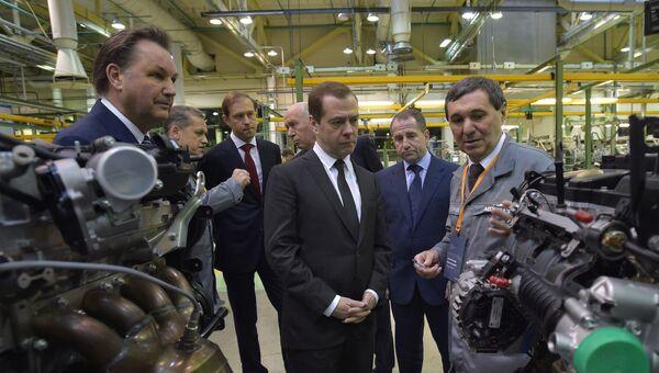 Дмирий Медведев во время посещения ОАО АвтоВАЗ в Тольятти