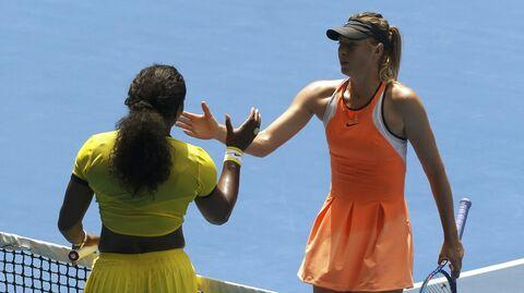 Мария Шарапова и Серена Уильямс после окончания матча четвертьфинала Australian Open 2016