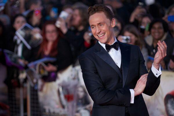 Актер Том Хиддлстон на премьере фильма Тор 2: Царство тьмы в Лондоне, Великобритания