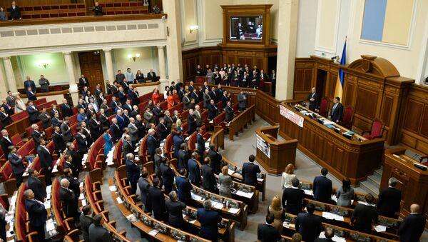 Депутаты на первом заседании весенней сессии Верховной рады Украины. Архивное фото