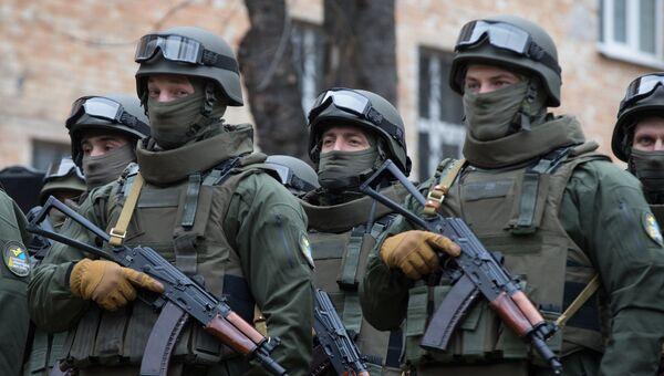Сотрудники Управления специальных операций Национального антикоррупционного бюро Украины (НАБУ) во время церемонии принесения присяги в Киеве. Архивное фото