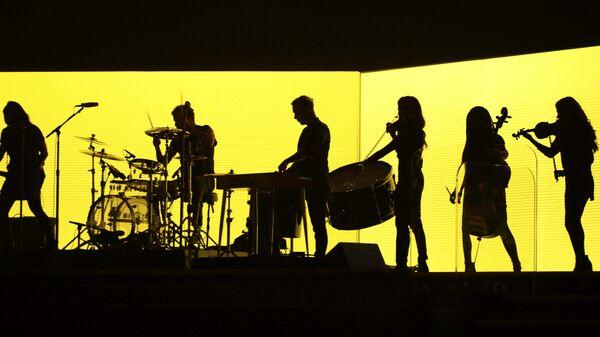 Группа Джиастина Бибера на 58-й премии Грэмми в Лос-Анджелесе