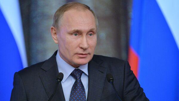 Президент России Владимир Путин выступает на всероссийском совещании председателей судов
