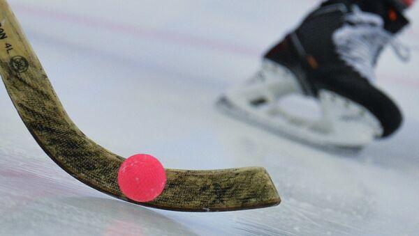Хоккей с мячом. Архивное фото
