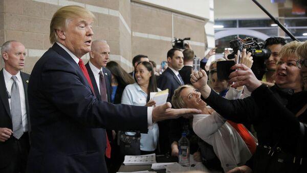 Дональд Трамп во время визита в Неваду