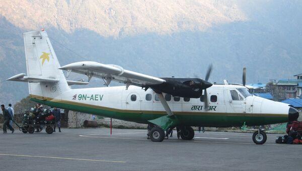 Самолет авиакомпании Tara Air в аэропорту Катманду, Непал. Архивное фото