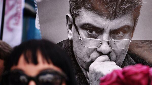 Участница марша памяти, посвященного годовщине гибели политика, общественного деятеля Бориса Немцова. Архив