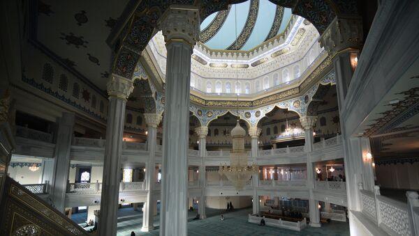 Молитвенный зал соборной мечети. Архивное фото