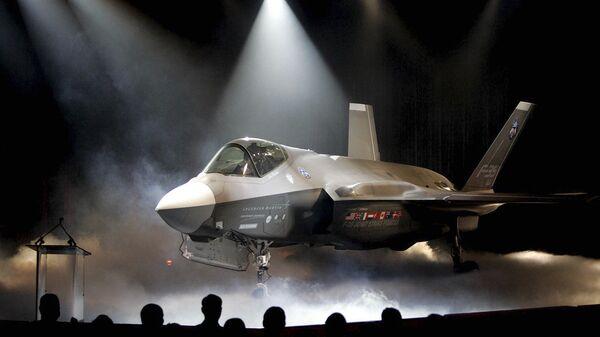 Истребитель-бомбардировщик Lockheed Martin F-35  Архивное фото