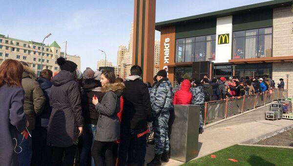Открытие первого в Казахстане ресторана быстрого питания McDonald's