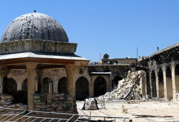 Разрушенный минарет Великой мечети Алеппо. 2013 год