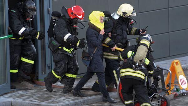 Сотрудники пожарно-спасательного подразделения МЧС России. Архивное фото