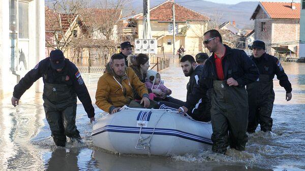 Спасатели ликвидируют последствия наводнений в Сербии
