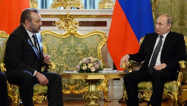 Президент России Владимир Путин (справа) и король Марокко Мухаммед VI во время встречи в Кремле
