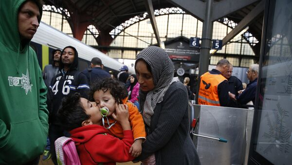 Беженцы из Сирии на железнодорожной станции в Копенгагене. 2015 год. Архив