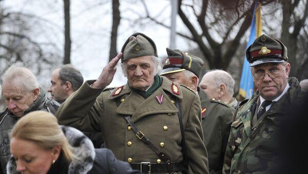 Участники шествия латышского легиона Ваффен СС в Риге