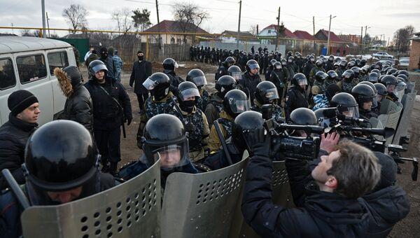 Сотрудники правоохранительных органов в поселке Плеханово в Тульской области. Архивное фото