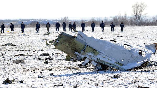 Поисковые работы на месте крушения лайнера Boeing 737-800, летевшего из Дубая