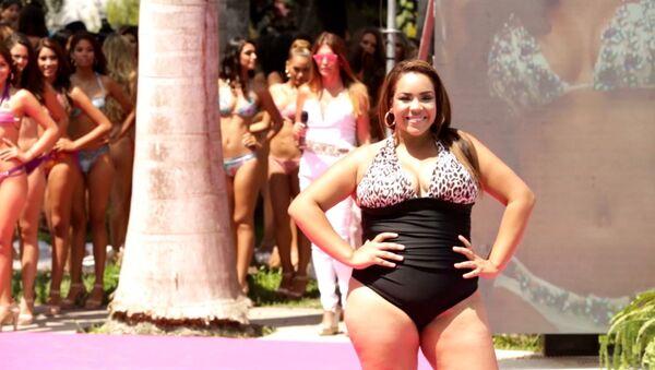 """Модель plus size дефилировала в купальнике на конкурсе """"Мисс Перу-2016"""""""