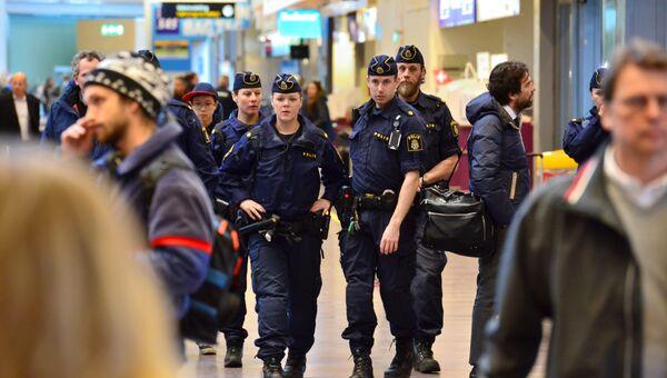 Сотрудники полиции в аэропорту Стокгольм-Арланда, Швеция
