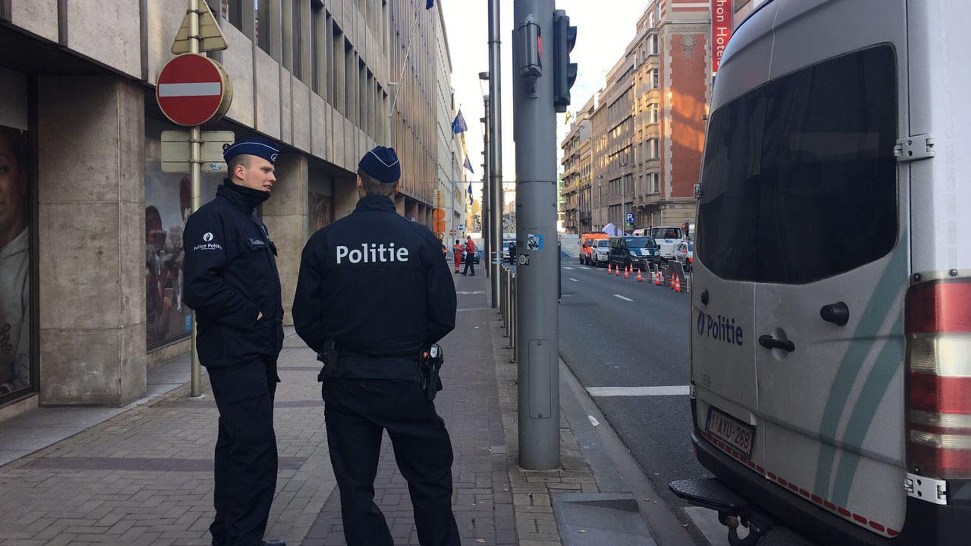 Сотрудники полиции на улице Брюсселя, Бельгия. 22 марта 2016 - РИА Новости, 1920, 11.01.2021