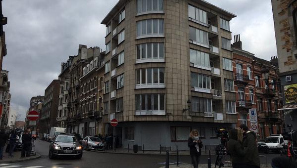 Дом в квартале Скарбек в Брюсселе, откуда террористы уехали на такси