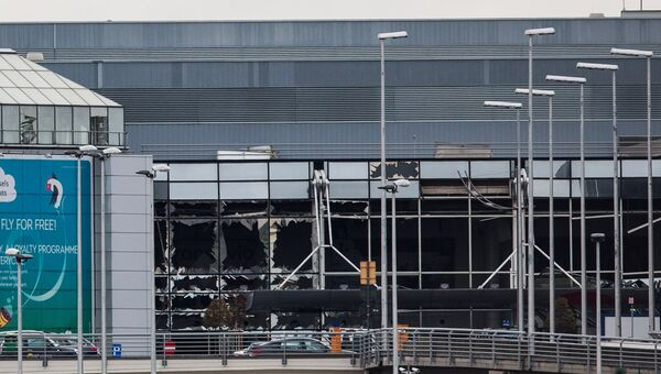 Поврежденное здание аэропорта Завентем в Брюсселе, где 22 марта произошел взрыв