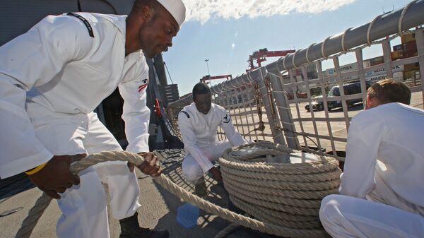 Американские военнослужащие с фрегата Карр ВМС США