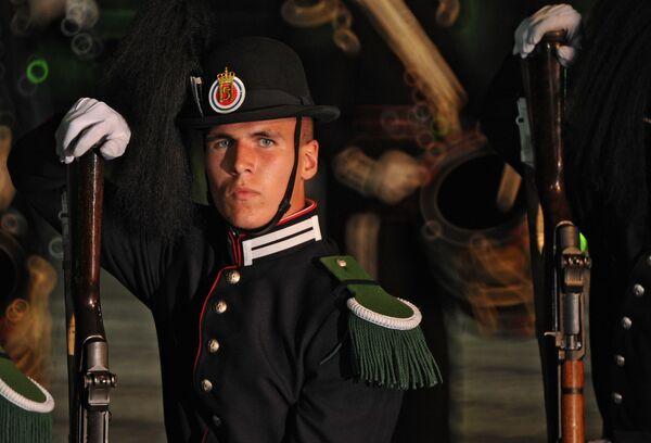 Военнослужащие церемониального взвода Его Величества короля Норвегии на генеральной репетиции фестиваля Спасская башня 2011.на генеральной репетиции фестиваля Спасская башня 2011