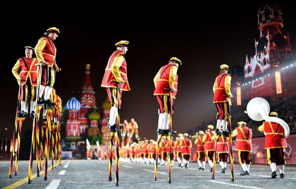 Участники из Бельгии на генеральной репетиции торжественного открытия фестиваля Спасская башня в Москве