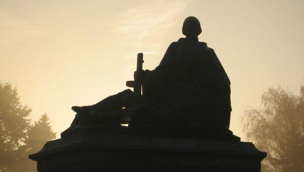 Памятник советским войнам в Варшаве, Польша. Архивное фото