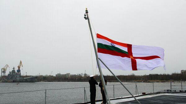 Поднятие государственного флага Индии. ВМС Индии. Архивное фото