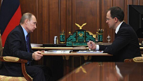 Президент России Владимир Путин и министр культуры РФ Владимир Мединский во время встречи в Кремле