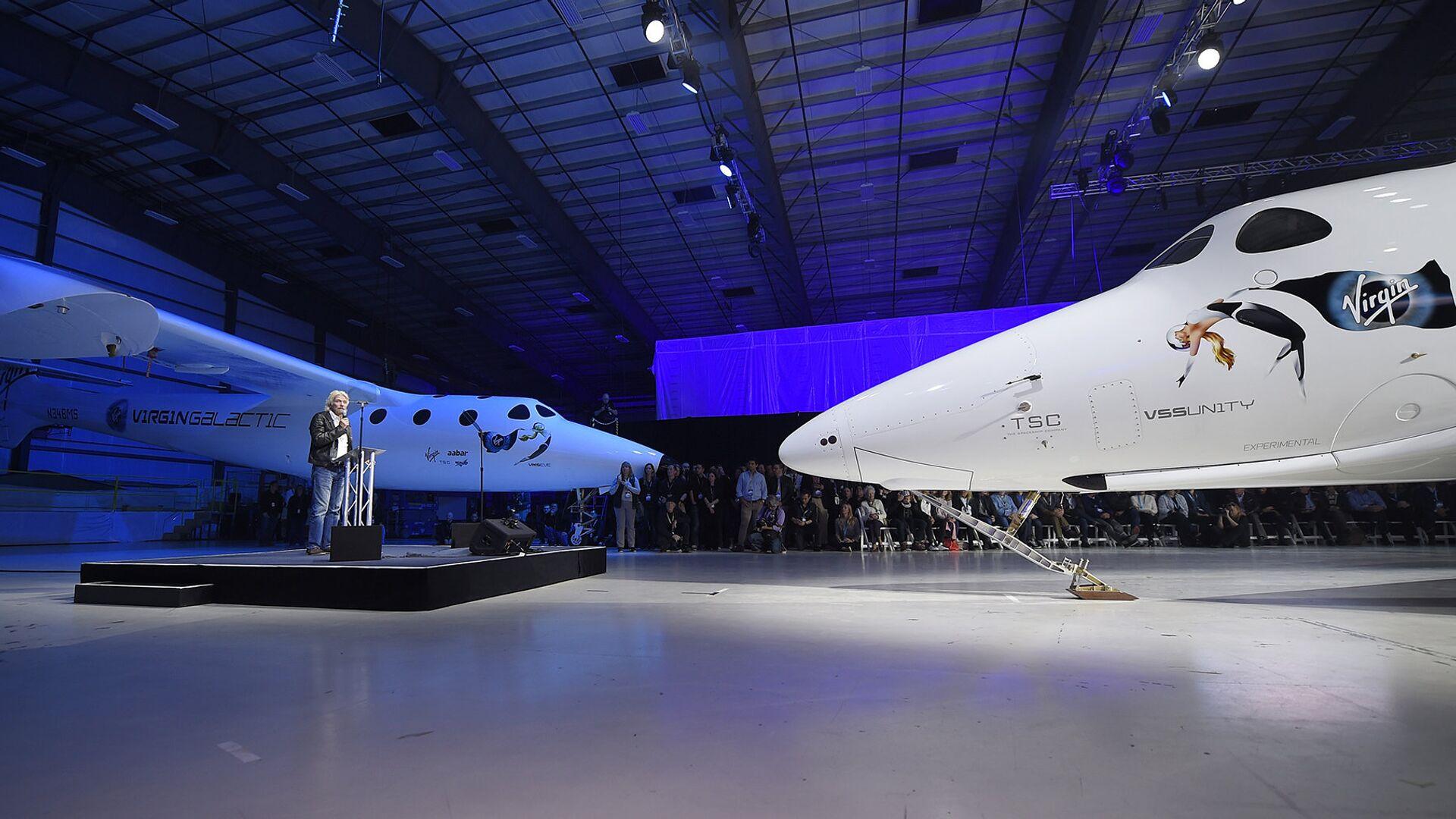 Основатель корпорации Virgin Ричард Брэнсон представляет новый космический корабль SpaceShipTwo - РИА Новости, 1920, 11.07.2021