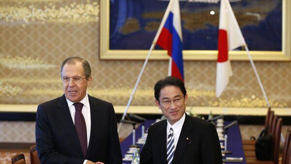 Министр иностранных дел России Сергей Лавров и министр иностранных дел Японии Фумио Кишида в Токио