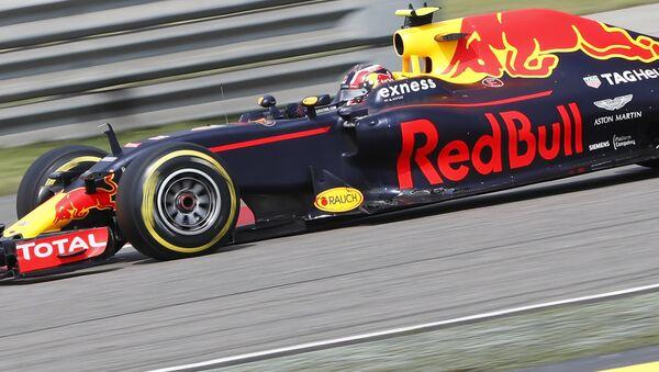 Российский пилот команды Red Bull Даниил Квят на Гран-при Китая, 17 апреля 2016