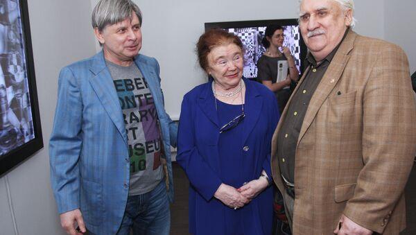 Художник Владимир Немухин (справа). 2010 год