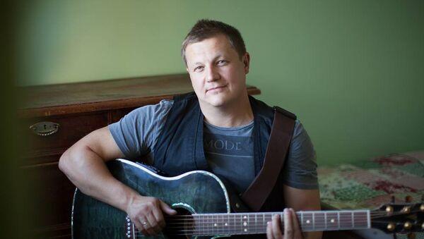 Бас-гитарист группы Любэ Павел Усанов. Архивное фото