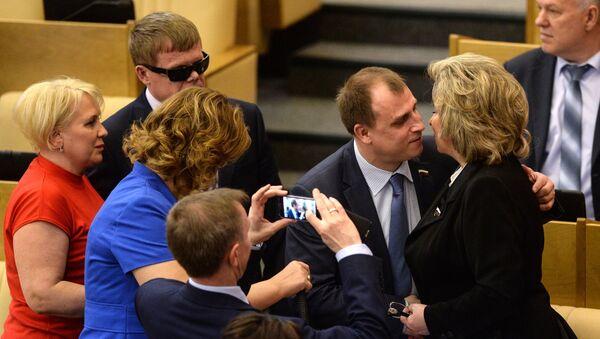 Уполномоченный по правам человека в РФ Татьяна Москалькова (справа) на пленарном заседании Госдумы РФ