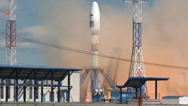 Кадры первого запуска ракеты со спутниками с космодрома Восточный