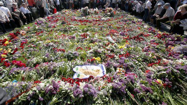 Участники акции в память о погибших при пожаре в Доме профсоюзов на площади Куликово поле в Одессе. Архивное фото