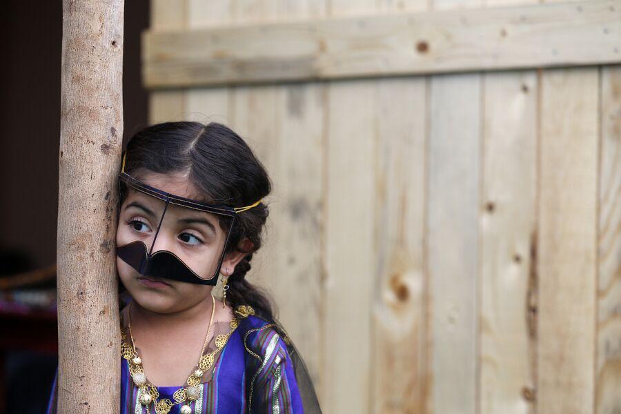 Девочка на фестивале водных видов спорта возле Абу-Даби