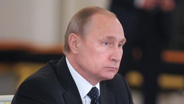 Президент России Владимир Путин на заседании Государственного совета РФ по развитию строительного комплекса и совершенствованию градостроительной сферы