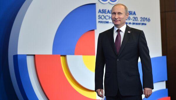 Президент Российской Федерации Владимир Путин на церемонии приветствия глав делегаций-участников саммита Россия — АСЕАН