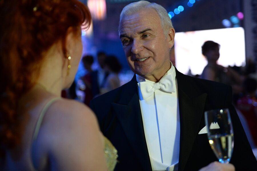 Президент Российского танцевального союза, вице-президент Всемирной Федерации спортивных танцев Станислав Попов во время XIV благотворительного Венского Бала в Гостином дворе в Москве