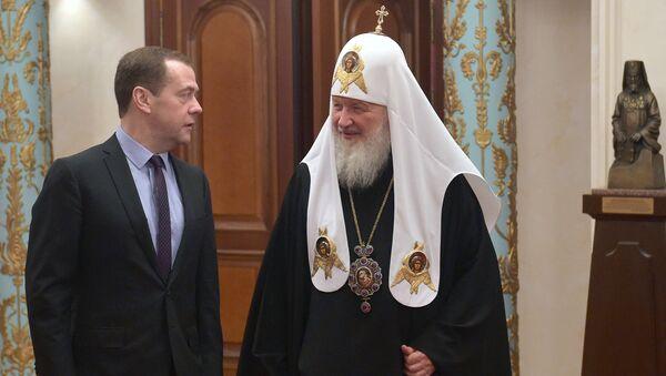 Премьер-министр РФ Д. Медведев и патриарх Московский и всея Руси Кирилл. Архивное фото