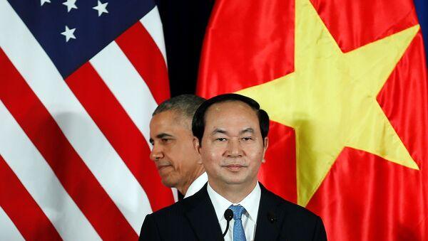 Президент США Барак Обама и президент Вьетнама Чан Дай Куанг во время пресс-конференции в президентском дворце в Ханое