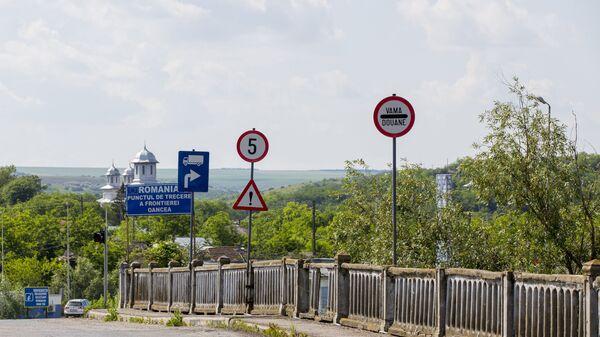 Дорожные указатели на молдавско-румынской границе