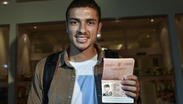 Футболист сборной России Роман Нойштедтер, получивший паспорт РФ. Архивное фото