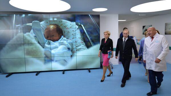 Президент РФ В. Путин посетил новый Федеральный перинатальный центр